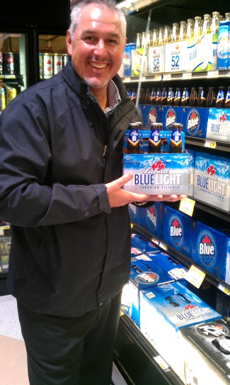 Bill Tibor at Super One Foods in Negaunee with LaBatt Blue